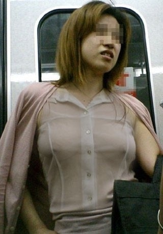 【シースルー露出エロ画像】乳首透け透けやんwww全裸露出よりもエロいシースルー露出の変態女wwww その4