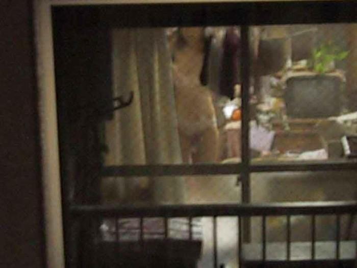 【民家盗撮エロ画像】ベランダから覗いた素人娘の私生活…リアルな覗きの世界にチンポビンビンですよwww その6