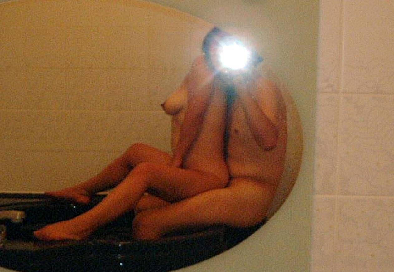 【鏡撮りエロ画像】鏡の写る自分たちの卑猥な姿に興奮しまくるリア充カップルのハメ撮り…臨場感溢れるエロスが抜けるwww その13