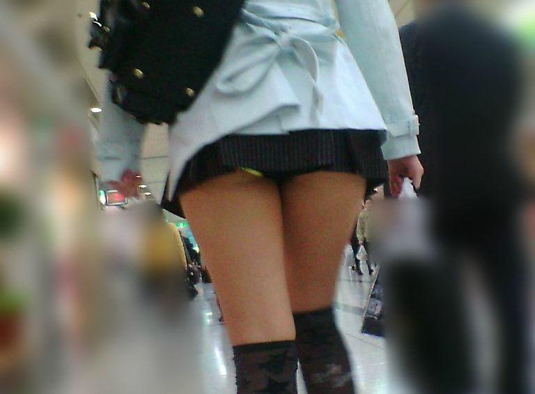 スカートみじけーwwwwwwわざわざ覗かなくてもパンツ見えそうなミニスカGALが痴ジョレベルなんだがwwwwww