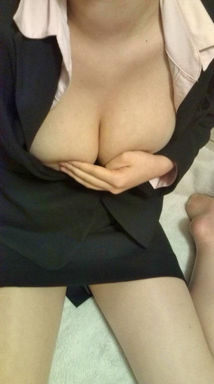 【自撮りエロ画像】寝られないドスケベ娘がエッチな自撮りを公開!ラフな部屋着から溢れるおっぱいがぐぅエロwww その11
