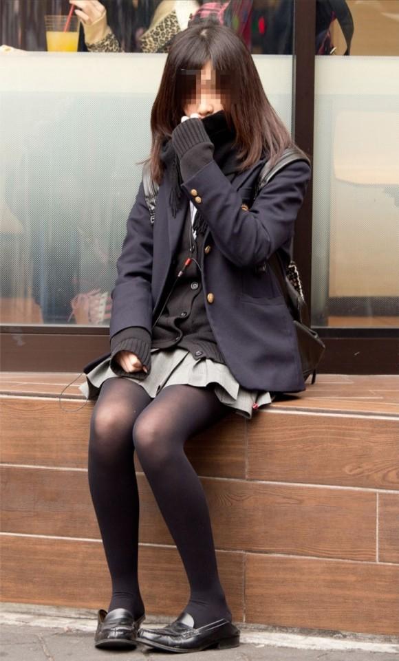 【黒タイツJKエロ画像】生脚もいいけど女子高生の黒タイツもそそるよなwww思わず勃起しそうになる街撮り画像 その1