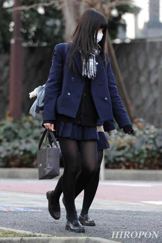 【黒タイツJKエロ画像】生脚もいいけど女子高生の黒タイツもそそるよなwww思わず勃起しそうになる街撮り画像 その3