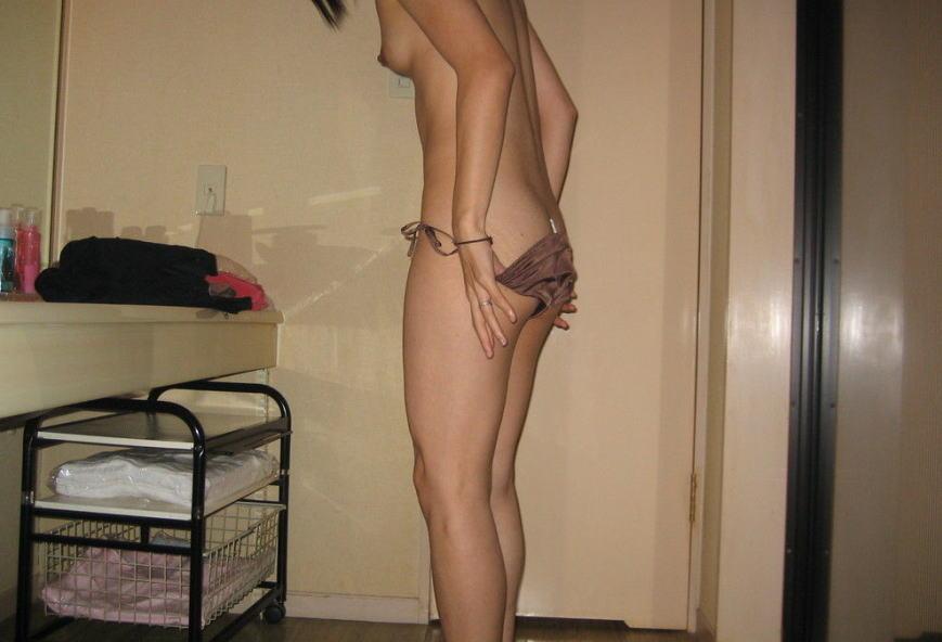 【ラブホ流出エロ画像】これがセクロス5分前のリア充女子かぁwwwwラブホで脱ぎ脱ぎ…裸になる瞬間がぐぅエロwwww その13