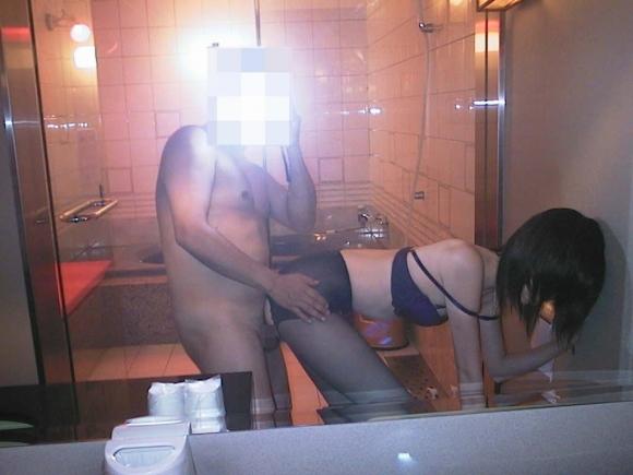 【鏡撮りSEXエロ画像】鏡を見るとハメ撮りを撮りたくなる不思議…素人カップルのリアルな性生活がエロ過ぎるンゴwww その10