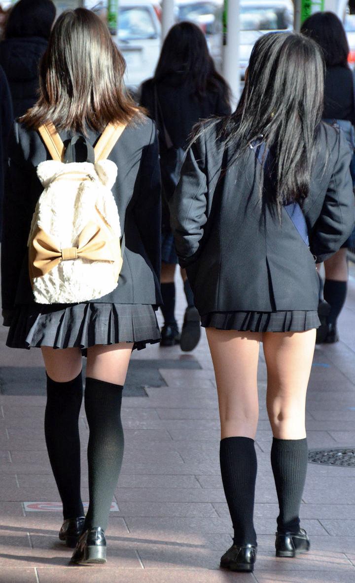 【ニーソJKエロ画像】冬服の女子高生とニーソ…その隙間から覗くむっちり太ももがぐぅエロwwww その12