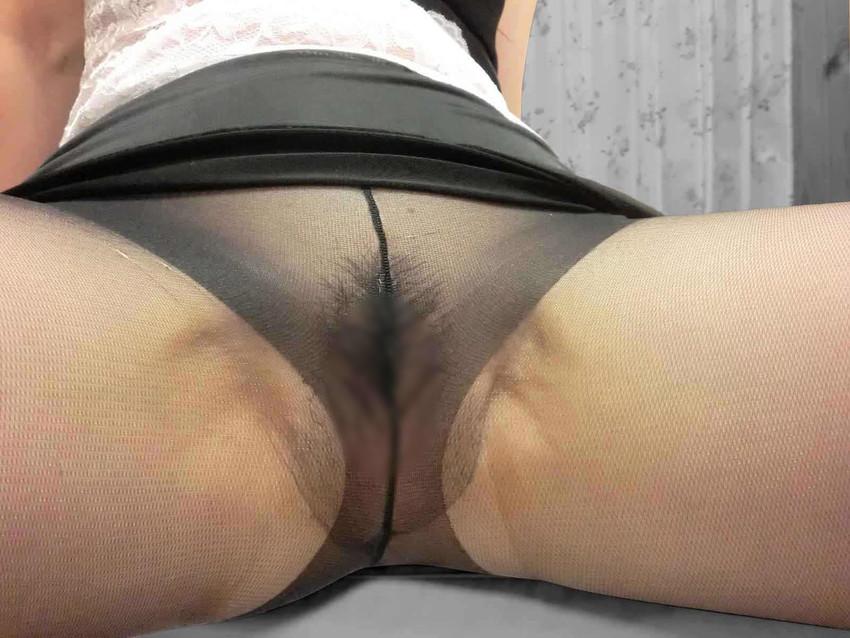 【ノーパン・パンストエロ画像】中途半端に透けて見えるマンコのエロさが卑猥!!ノーパンでパンスト直履きは反則やろwww その12