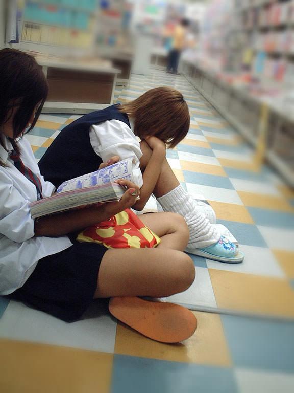 【ルーズソックスエロ画像】女子高生のソックスは汚いほど興奮する…そんな変態集合!めっちゃ臭そうなルーズソックス その1