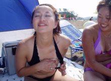 【水着ギャルおふざけエロ画像】リア充ギャルの発情期www夏が待ちきれなくなる水着のおふざけエロ画像