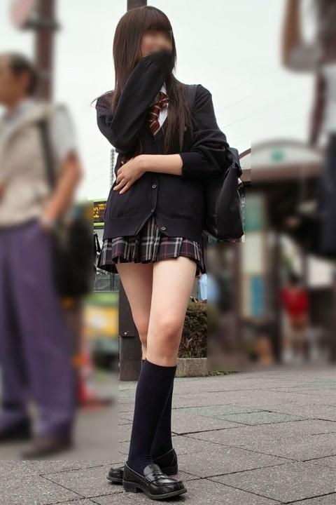 【街撮りJKエロ画像】ぐぅ~~なんだよ、このスカートwwwレイプされても文句言えない女子高生のミニスカ…太ももがエロ過ぎんだろwww その10