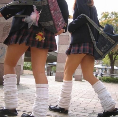 【街撮りJKエロ画像】ぐぅ~~なんだよ、このスカートwwwレイプされても文句言えない女子高生のミニスカ…太ももがエロ過ぎんだろwww その14