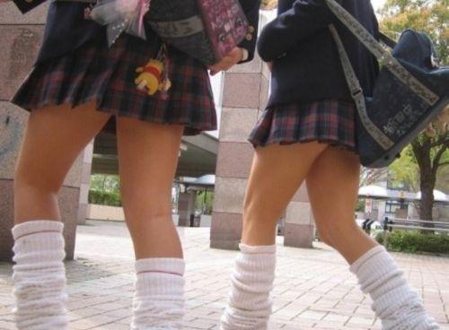 ぐぅ~~なんだよ、このスカートwwwwww強姦されても文句言えない10代小娘のミニスカ…太ももがえろ過ぎんだろwwwwww