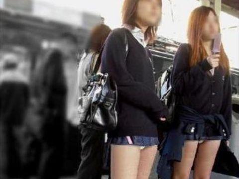 アダルト画像3次元 - ちょ☆☆このミニスカひでー☆☆☆何もしてないのにパ○チラしてるんだが☆☆☆☆