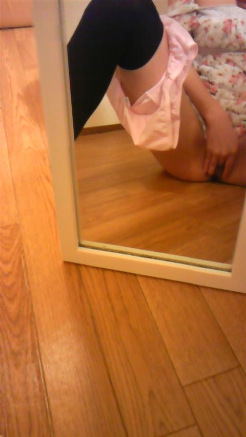 【自撮りマンコエロ画像】鏡に映った自分のマンコを自撮り…グロテスクな自分のビラビラ見てるうちに濡れちゃうま~んwww その9