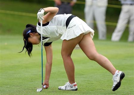 【女子ゴルフエロ画像】どうせアンスコだろ?それでも興奮する女子プロゴルファーの股間!鍛えられた太ももがエロいぜぇwww その4
