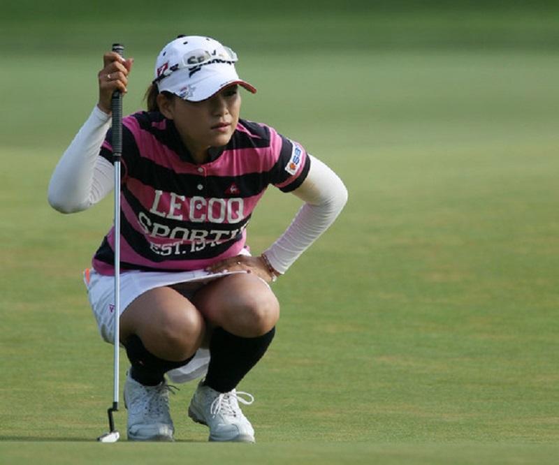 【女子ゴルフエロ画像】どうせアンスコだろ?それでも興奮する女子プロゴルファーの股間!鍛えられた太ももがエロいぜぇwww その8