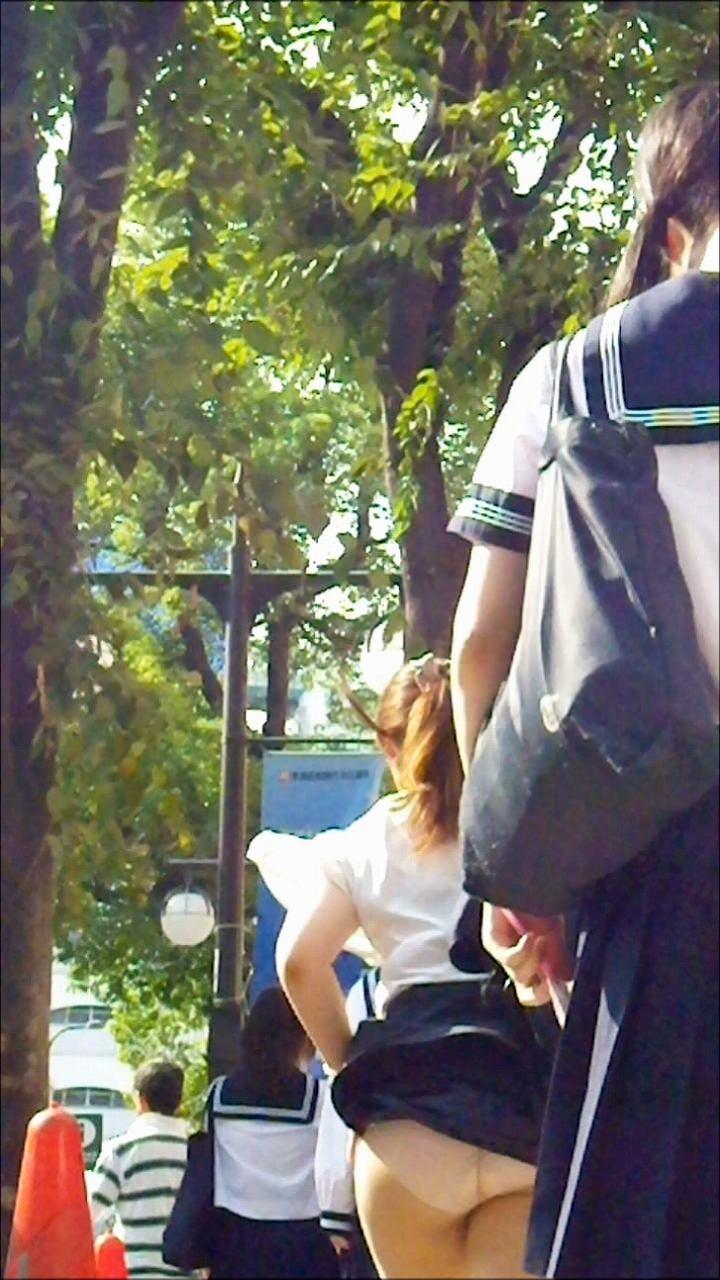 【JK風パンチラエロ画像】春一番が待ちきれない!芸術レベルでパンチラしちゃう女子高生wwww その2