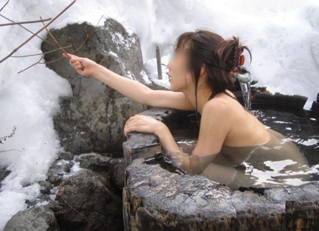 【露天風呂エロ画像】冬は露天風呂に限る!雪降る日の露天風呂ヌードが幻想的過ぎて勃起不可避www その2
