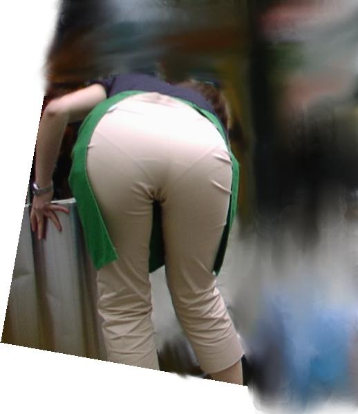 【透けパンエロ画像】パンツもスカートも透け透けwww痴女レベルで下着が透けてるおねーさん多すぎwww その1