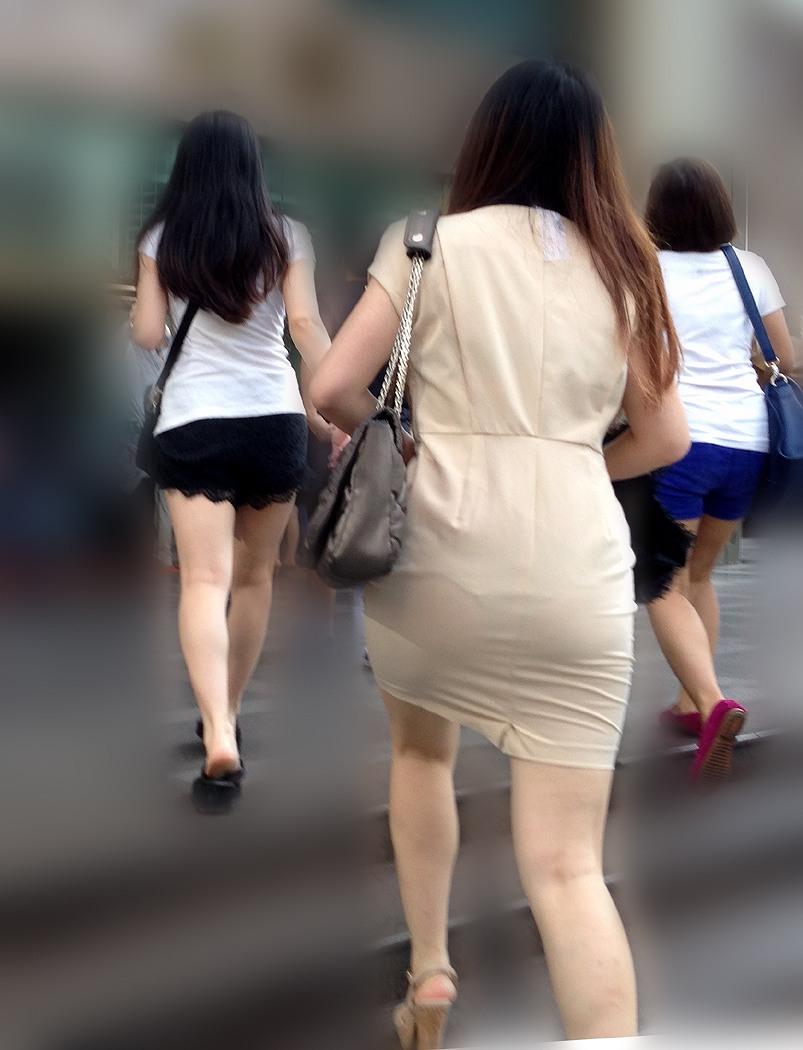 【透けパンエロ画像】パンツもスカートも透け透けwww痴女レベルで下着が透けてるおねーさん多すぎwww その4