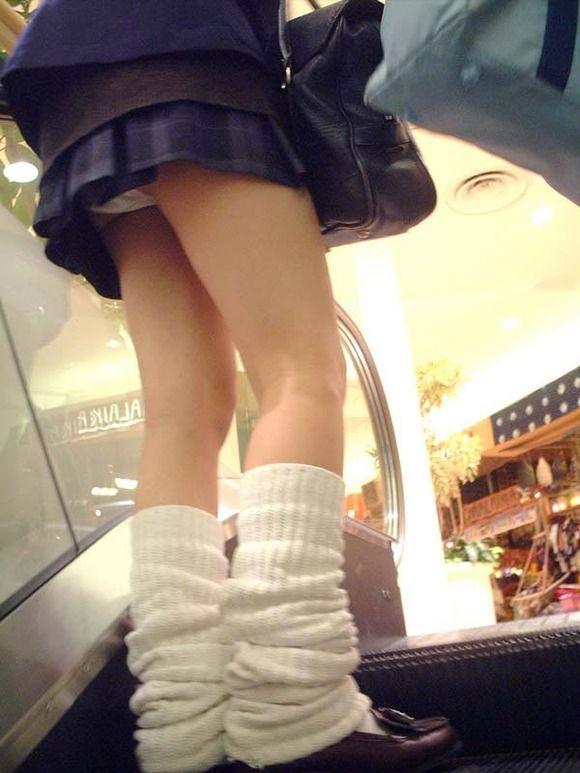 【階段パンチラエロ画像】やっぱ、パンチラはこのアングルだよなwwwおっさんになっても興奮する階段パンチラ その7