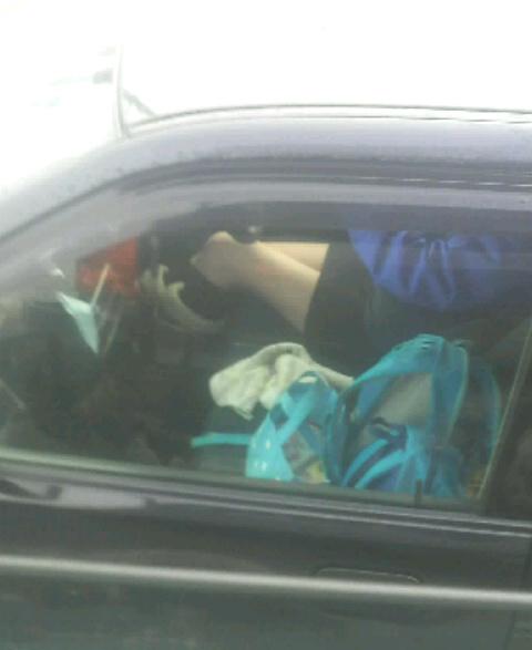 【車内パンチラエロ画像】ミニスカで車の乗ってるおねーさ~ん、バスの乗客やトラックの運ちゃんはパンチラ拝んでまっせぇ~wwww その11