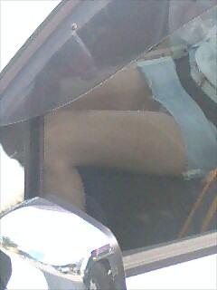 【車内パンチラエロ画像】ミニスカで車の乗ってるおねーさ~ん、バスの乗客やトラックの運ちゃんはパンチラ拝んでまっせぇ~wwww その15