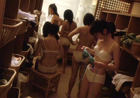 【女湯エロ画像】こんなに堂々と女湯が覗けたらタヒんでも(・∀・)イイ!!銭湯女湯の様子が天国過ぎるだろwww その11