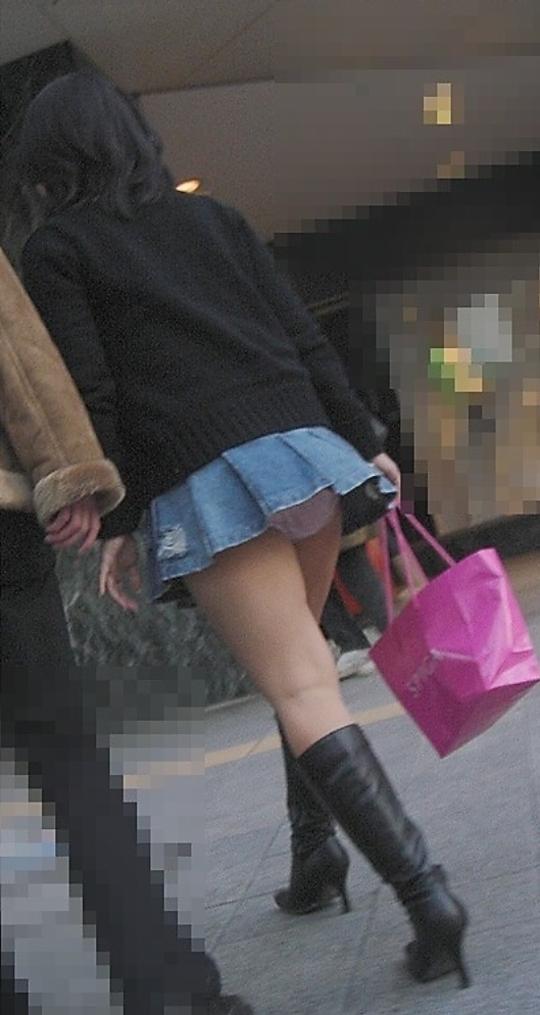【街撮りミニスカエロ画像】痴女だろコイツ…としか思えない短すぎるスカートで街中を闊歩する素人娘wwww その6