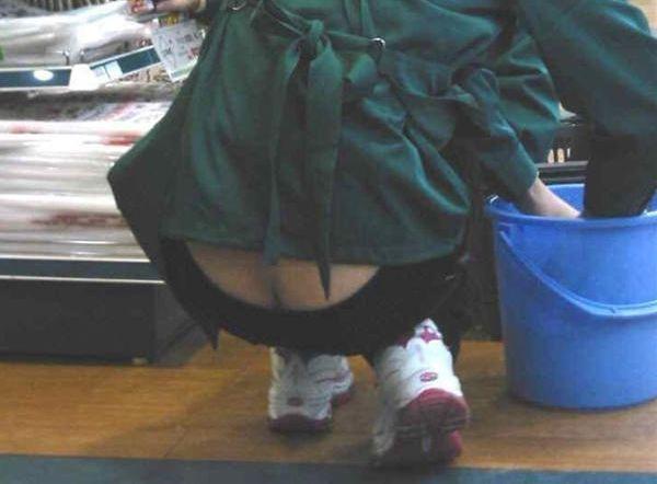 街中で尻のワレメまで見えてるローライズを履くオネエさんって痴ジョなの?wwwwwwww