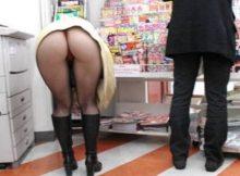 【前屈みパンチラエロ画像】買い物中女子の前屈みになった尻www無防備すぎ…いや、痴女レベルの尻をご覧くださいwwww(15枚)