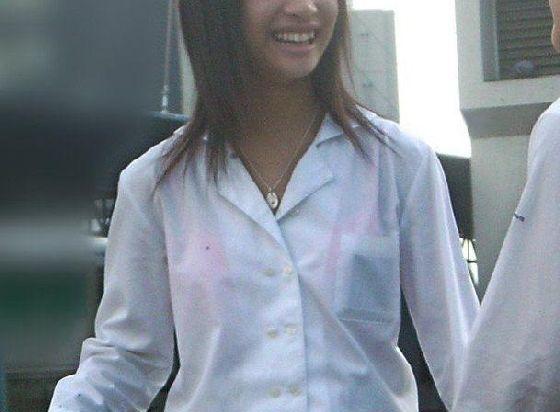 こんなんチカンホイホイやろ☆?通学路で見かける10代小娘の透けブラがえろ過ぎてチカン不可避wwwwwwww