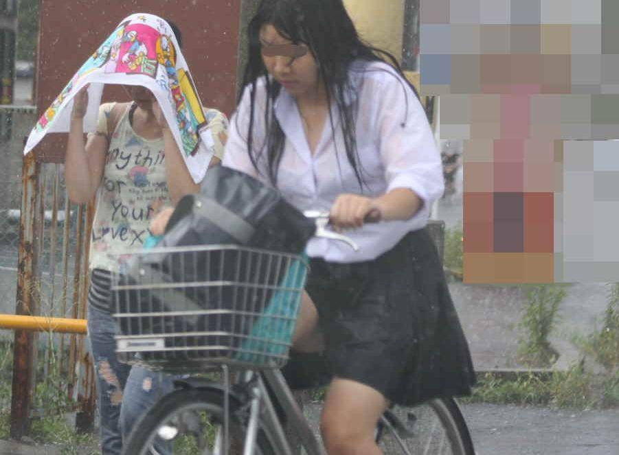 傘を忘れた女子●生の悲惨な姿が裸よりえろいんだがwwwwwwww