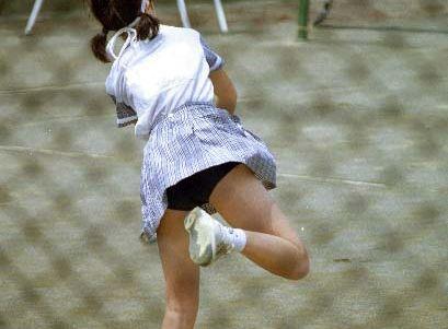元祖見せパンといえばコレだろwwwwwwテニスに興じる10代小娘のアンスコがめっちゃムラムラするwwwwww