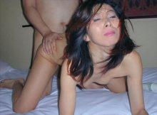 【熟女セックスエロ画像】BBAとセックスするならこの体位一択!!顔を見なくてすむ後背位…熟女のアヘ顔はエグいわwww