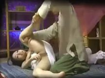 人妻がいかに流されやすいか…インチキマッサージでマ○コおっぴろげ!中出しされビクンビクン痙攣する人妻!(動画あり)