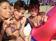 【水着ギャルエロ画像】ビッチなリア充ギャルの水着からこぼれそうなおっぱいがぐぅエロ!夏が待ち遠しくなるインスタエロ画像!
