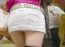 ちょっと短すぎじゃないっすか!?パンツが見えるほど短いスカート丈が完全にワカメちゃんなんだがwww