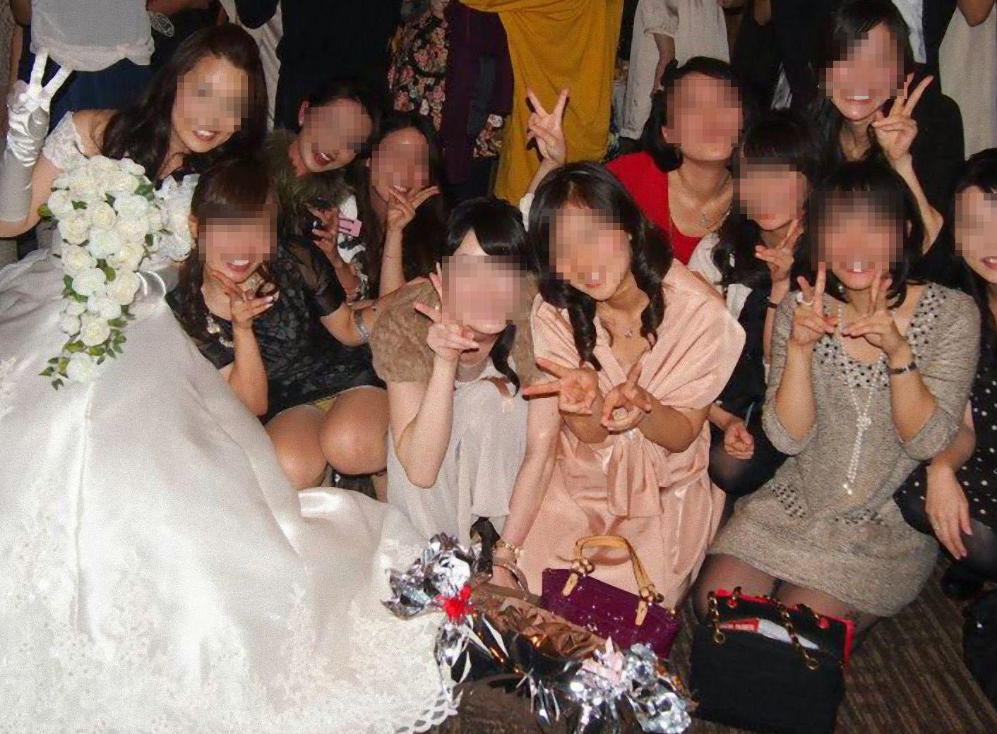 アダルト画像3次元 - これぞ生涯記憶に残るパーティー♪ドレスアップした御姉さんの胯間に注目される集合モロパン★★★