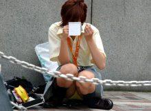 女の子ってパンチラするのわかっててこんな座り方するのなんで?隠し撮りされるにきまってんじゃんwww