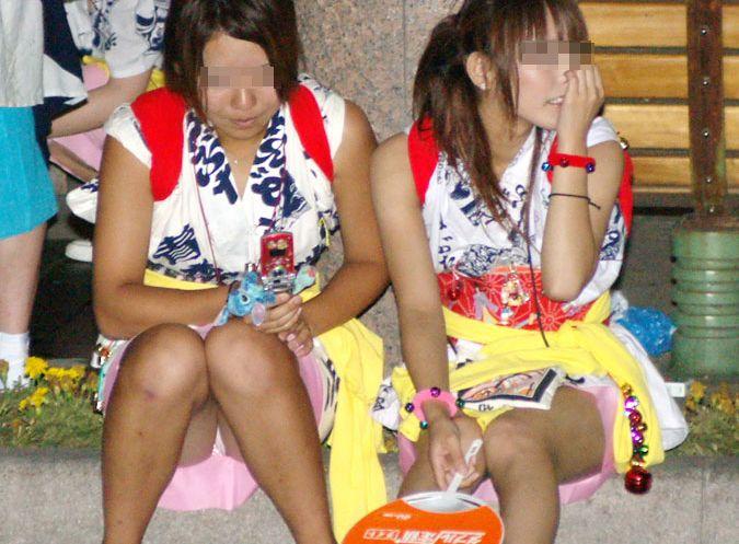 シーズン到来☆着慣れない浴衣でやらかしたハプニング…夏祭りのえろ写真