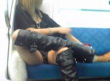 日本の電車内で見かけられる卑猥な光景…女性の下半身緩すぎません?www