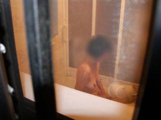 これはガチで隠し撮りされたっぽい女子高生…カメラを意識してない無防備な姿がたまんねーwww