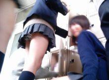 "<span class=""title"">同級生が学校で盗撮した女子高生のリアルな日常…成長期の身体が凄くエッチな学校内盗撮エロ画像</span>"