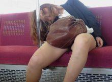 【 レ●プ不可避 】熟睡したおねーさんの股間がパカーンwww豪快なパンチラに草不可避wwww