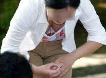 【胸チラエロ画像】爽やかな秋の日差しのしたでみる素人の胸チラがガン見不可避wwww