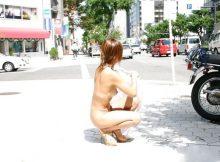 マジでやべぇ…マジでやべぇ…街中で大勢の人に目撃される素人の野外露出エロ画像