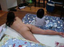【家庭内裸族エロ画像】え?自宅じゃ全裸ですが!?みたいなごく自然な家庭内裸族が生々しいぃwwww