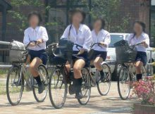 【ミニスカ自転車エロ画像】自転車通学中の女子高生…きわどい太ももを見てるだけでも勃起しそうwww