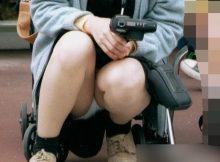 【子連れママパンチラ画像】公園でのパンチラ率が異常www子連れママの股間から目が離せない人妻パンチラ!!